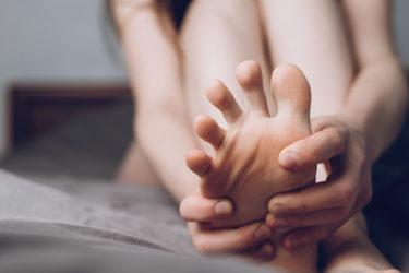 腰痛の原因は椎間板ヘルニアではない。答えは足指にある